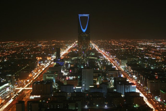Kingdom_Tower_at_night-2.0-featured