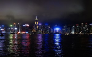 Night_in_Victoria_Harbour_of_Hong_Kong_Island_Wan_Chai_20130328